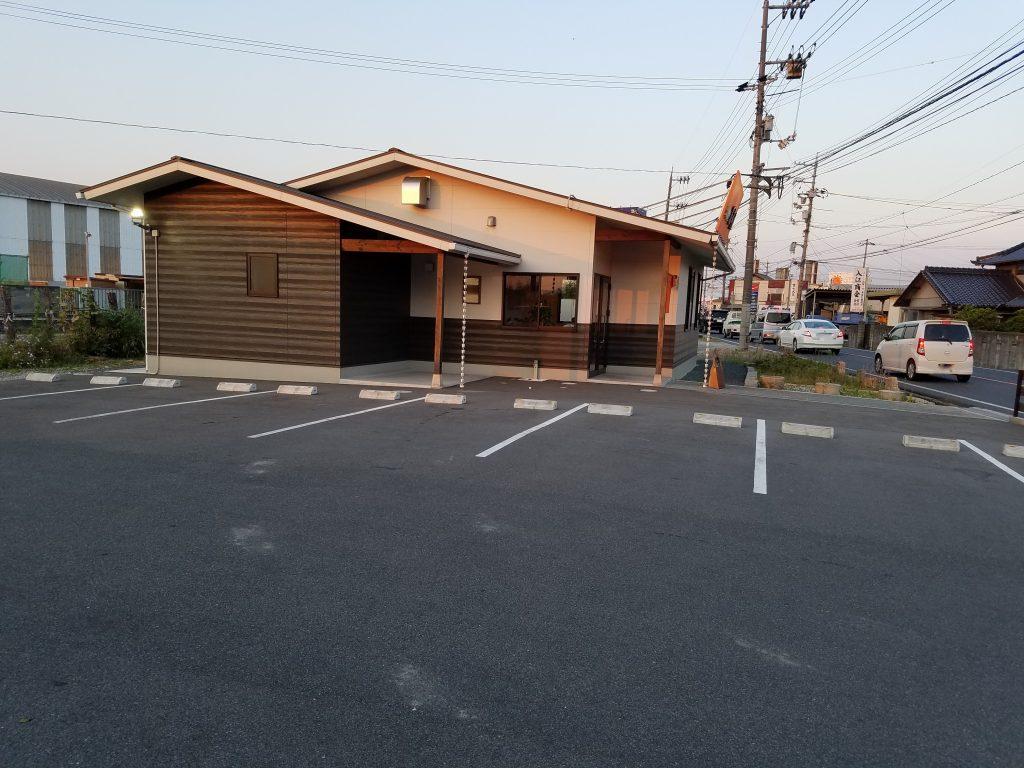 服部屋 駐車場